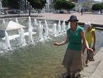 Всегда мечтала в фонтане ножки помочить:)