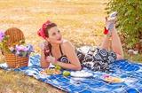 Пикник в стиле пин-ап в черте города - то, что нужно для яркого лета!