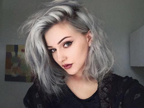 Серо-белые волосы