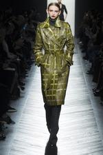 Мода осень-зима 2016-2017: плащи и пальто из кожи