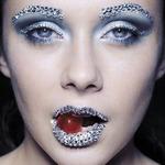 Модный beauty-тренд весны – наклейки и стразы для лица