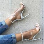 Хит моды лета 2017:  прозрачная обувь