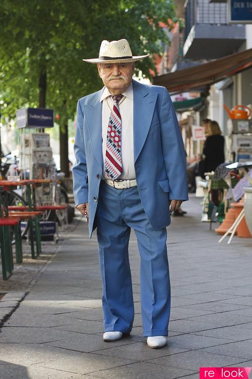 Дедушка Али и его костюмы
