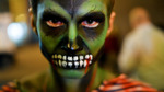 Как нарядиться на Хеллоуин: практические советы по превращению в зомби