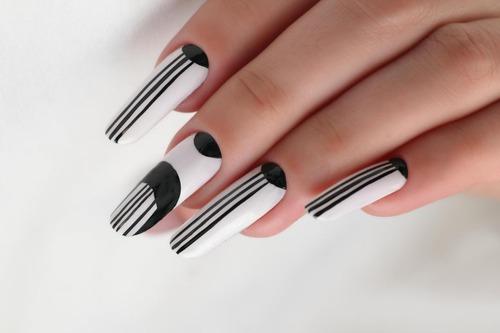 Идеи для маникюра: мастер-класс «Полосатое nail-украшение» от Елены Пикуль
