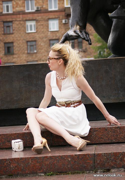 Белое платье и черная рука КингКонга...