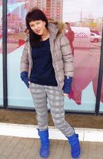 Озорная девчонка на улице