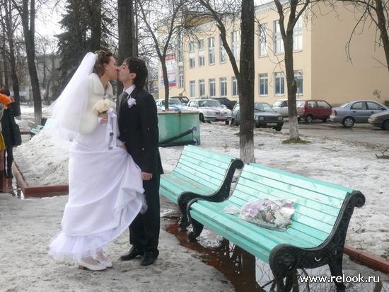 Наша классическая свадьба. Возложение цветов на место знакомства.