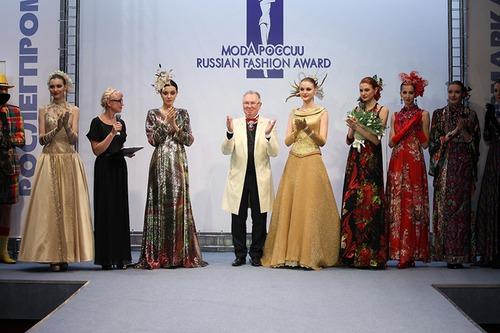 На выставке «Текстильлегпром» Вячеслав Зайцев представил коллекцию «Весенняя импровизация»