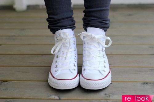 Не очень практично, но всегда актуально: носим белые кроссовки