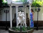 Рядом с греческими богинями