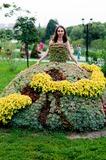 Девушки как цветы, и платье тоже из цветов!
