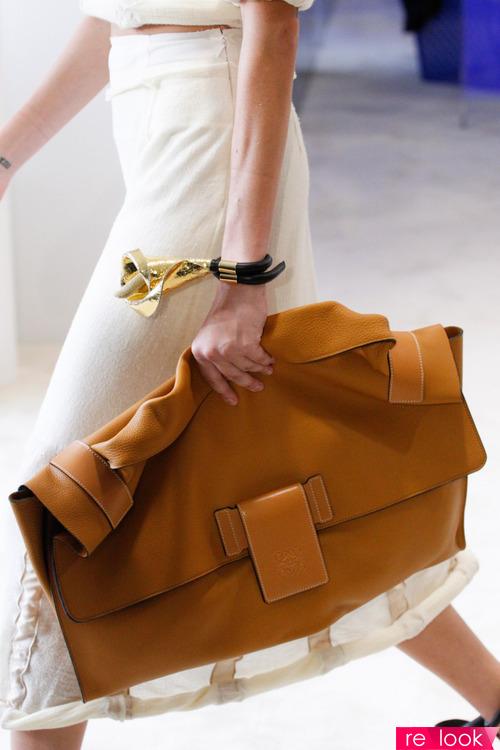 Модные сумки для каждого дня в летнем сезоне 2017 от фирмы Loewe