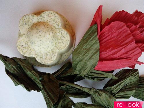 МК: мыльно-массажная плитка с цветками ромашки