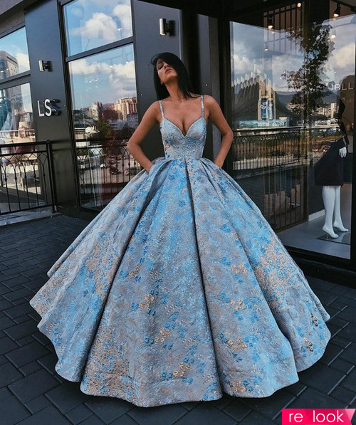 Выбираем платье для выпускного вечера на примере аутфитов звёзд