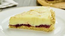 Торт из белого шоколада и клубники без выпечки