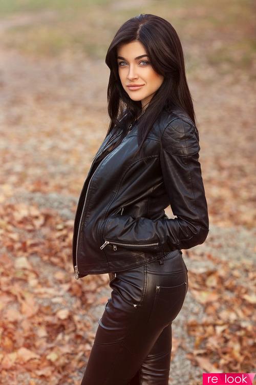 Тренд моды осени 2019: кожаный костюм