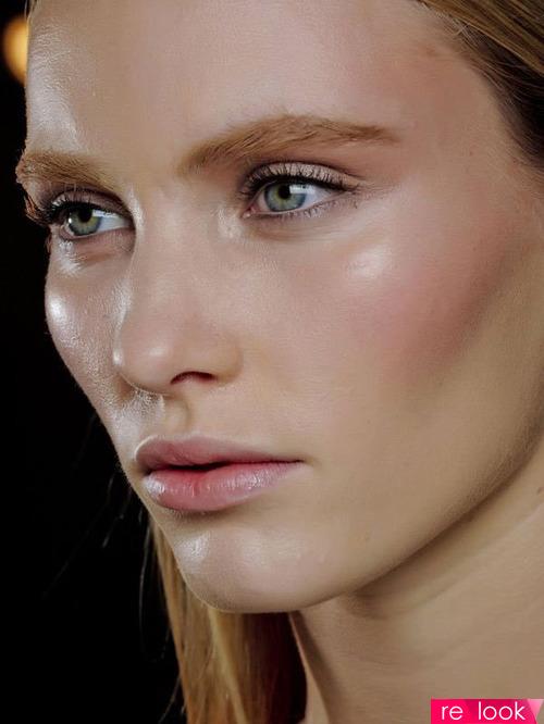 Спорный тренд в макияже 2019: yoga skin
