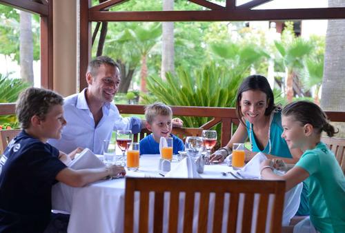 Водные лыжи, сейлинг, теннис и многое другое для взрослых и малышей на курорте Club Med Palmiye