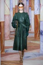 Стильные платья из кожи осени и зимы 2020-2021