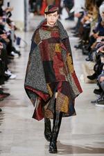 Мода осени 2020: накидки и кейпы