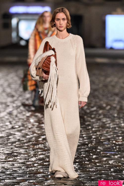 Мода осени и зимы 2021: платья из трикотажа