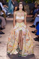 Тренд моды лета 2021: топ-бра