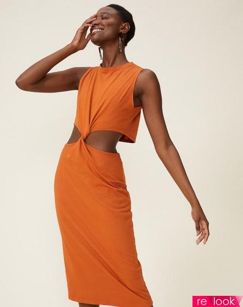 Модные платья с вырезами весны и лета 2021